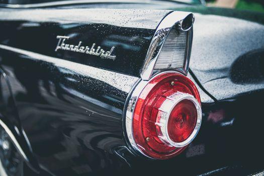 Бесплатные фото легкий,автомобиль,марочный,колесо,дождь,средство передвижения,черный,спортивная машина,бампер,суперкар,обод,наземный транспорт