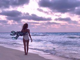 Фото бесплатно девушка, волны, закат