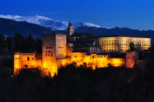Бесплатные фото La Alhambra de Granada,Альгамбра,Гранада,Дворец Альгамбра,Испания,ночь,иллюминация