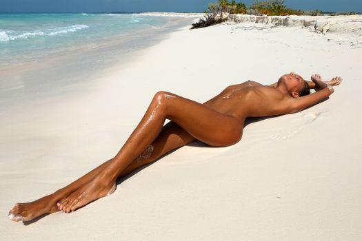 Фото бесплатно пляж, брюнетка, голая