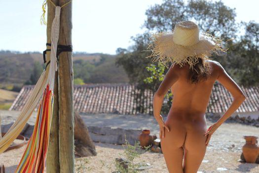 Фото бесплатно Катя Кловер, Кловер, манго, карамель, манго есть, брюнетка, на открытом воздухе, загорелые, голые, попу, половые губы, киска