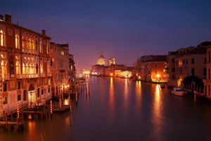 Бесплатные фото Венеция,Италия,ночь,город,канал,дома,иллюминация