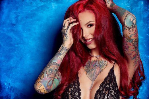 Фото бесплатно Carmina, рыжая, нижнее белье, сексуальная девушка, татуировка, beauty, сексуальная, молодая, богиня, киска, красотки, модель