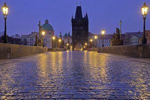 Бесплатные фото Карлов мост,Прага,Чехия,ночь,фонари,иллюминация
