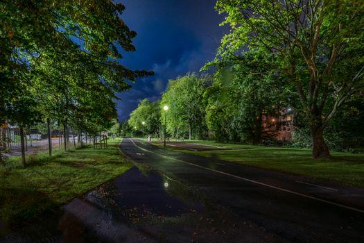 Заставки Гетеборг,Швеция,ночь,дорога,деревья,дома,фонари,сумерки,пейзаж