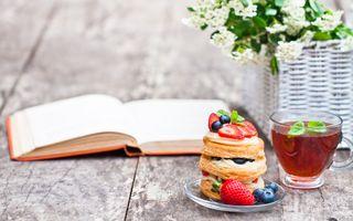 Фото бесплатно завтрак, вафли, ягоды