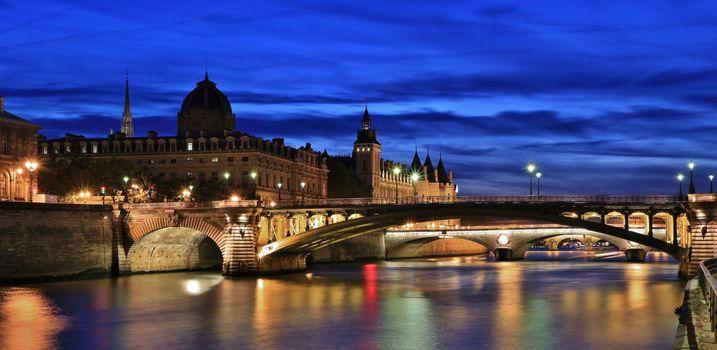 Photo free The bridge of Notre Dame and the registry of the Commercial court of Paris, Conciergerie, PARIS
