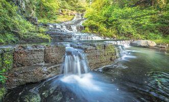 Заставки маленький водопад в лесу, водопад, скалы