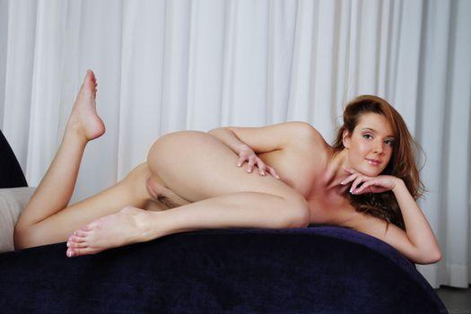 Sybil A махнатка голышом