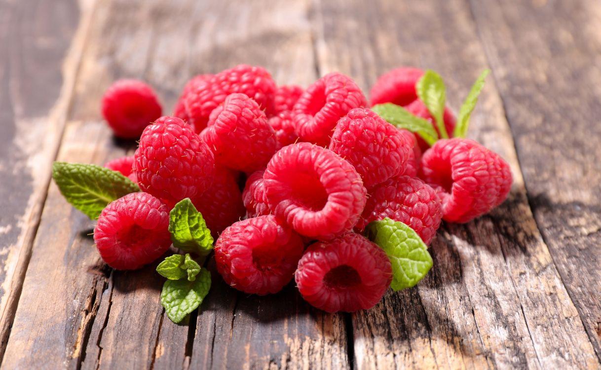 Фото бесплатно wood, ягоды, малина - на рабочий стол