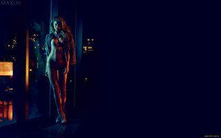 Фото бесплатно Девушка, каблуки, окно