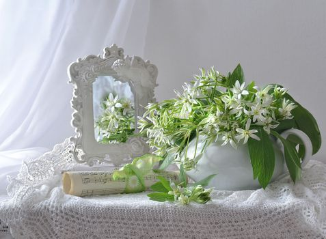 Download a beautiful screen saver of a bouquet, background