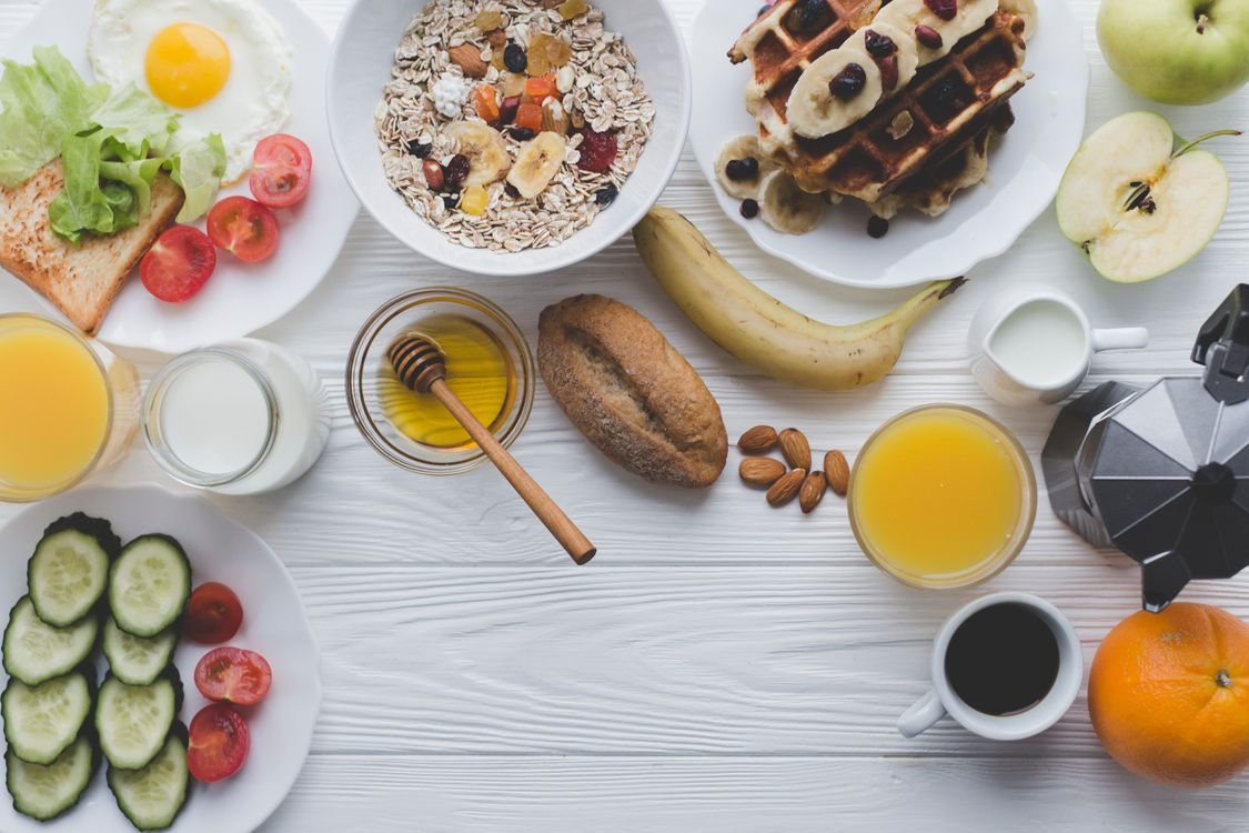 Фото бесплатно завтрак, овсянка, вафли, фрукты, сок, кофе - на рабочий стол