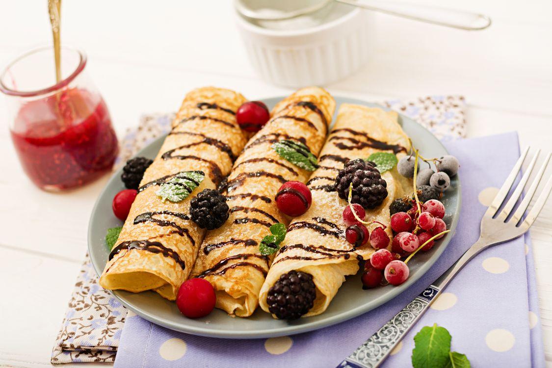 Фото бесплатно ягоды, блины, шоколад - на рабочий стол