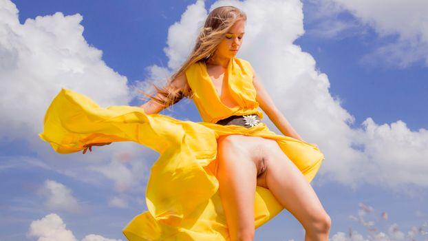 Бесплатные фото milena,киска,половые губы,желтое платье,стоя,ass,anus,pussy,labia,yellow dress,dress,brunette