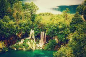 Fabulous waterfall · free photo