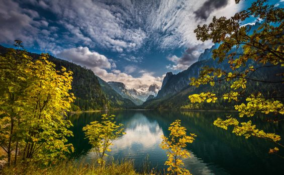 Осеннее озеро в австрийских Альпах