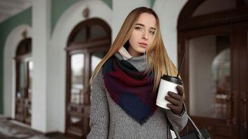 Заставки женщины,блондинка,прямые волосы,свитер,перчатки,портрет,глубина резкости