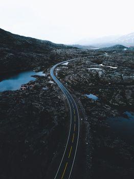 Бесплатные фото дороги,свет,машины,путешествия,открытый,лето,лес,приключения,темный,угрюмый,corvy дороги,огромный пейзаж