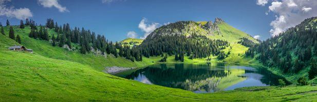 Фото бесплатно Стокхорн - гора Бернских Альп, с видом на район озера Тун в Бернском Оберланде, поля
