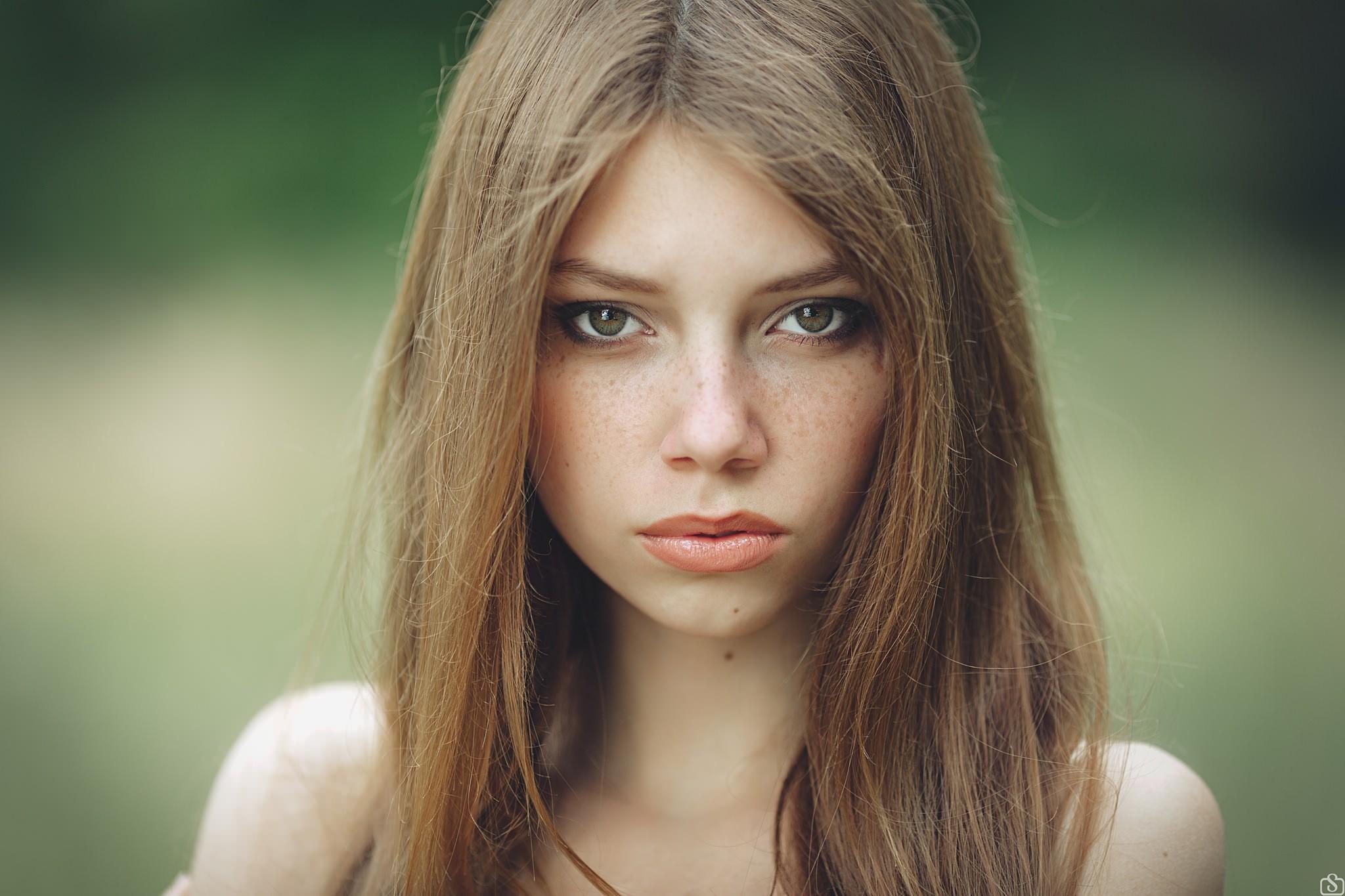 чудесная фотомодели с зелеными глазами фото учевки почти