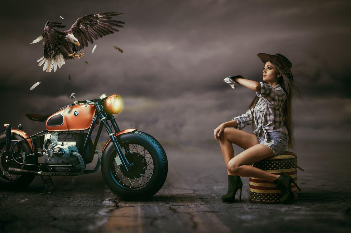 Фото бесплатно девушка, мотоцикл, орёл, фотошоп, фэнтези, рендеринг