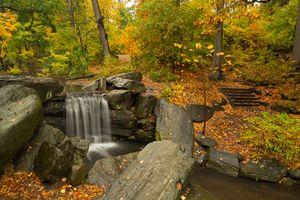 Заставки Центральный парк,Нью-Йорк,Нью Йорк,США водопад,осень,скалы деревья лес,природа