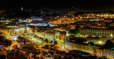 Бесплатные фото Ночная точка зрения площади Мартима Мониза,Лиссабон,Португалия,ночь,иллюминация,ночные города