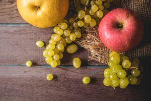 Яблоки и виноград · бесплатное фото