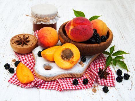 Peaches and blackberries · free photo
