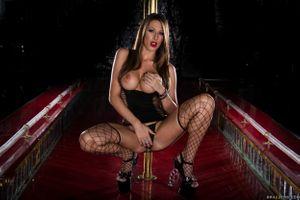 Бесплатные фото Kortney Kane,Кортни Кейн,красотка,голая,голая девушка,обнаженная девушка,позы