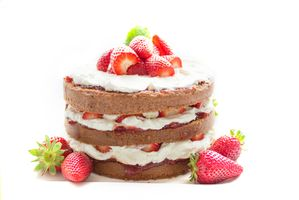 Photo free cake, cream, strawberries