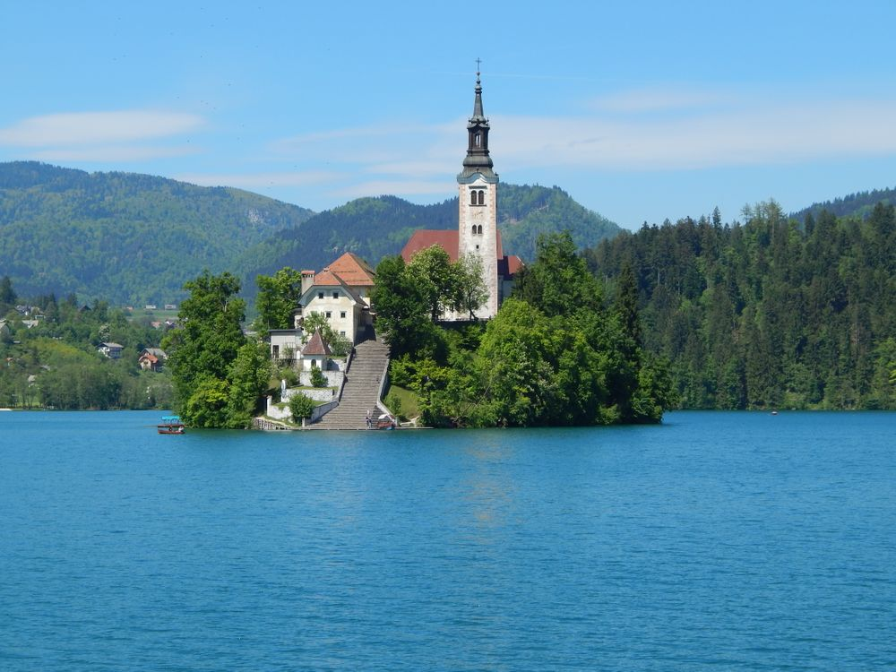Фото бесплатно Озеро Блед, Словения, Bled, Церковь на острове, церковь Успения Девы Марии, Бледское озеро, пейзаж, пейзажи