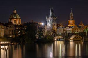 Заставки Прага,часовня,храм,мост,осенняя ночь,Чехия,Чешская Республика