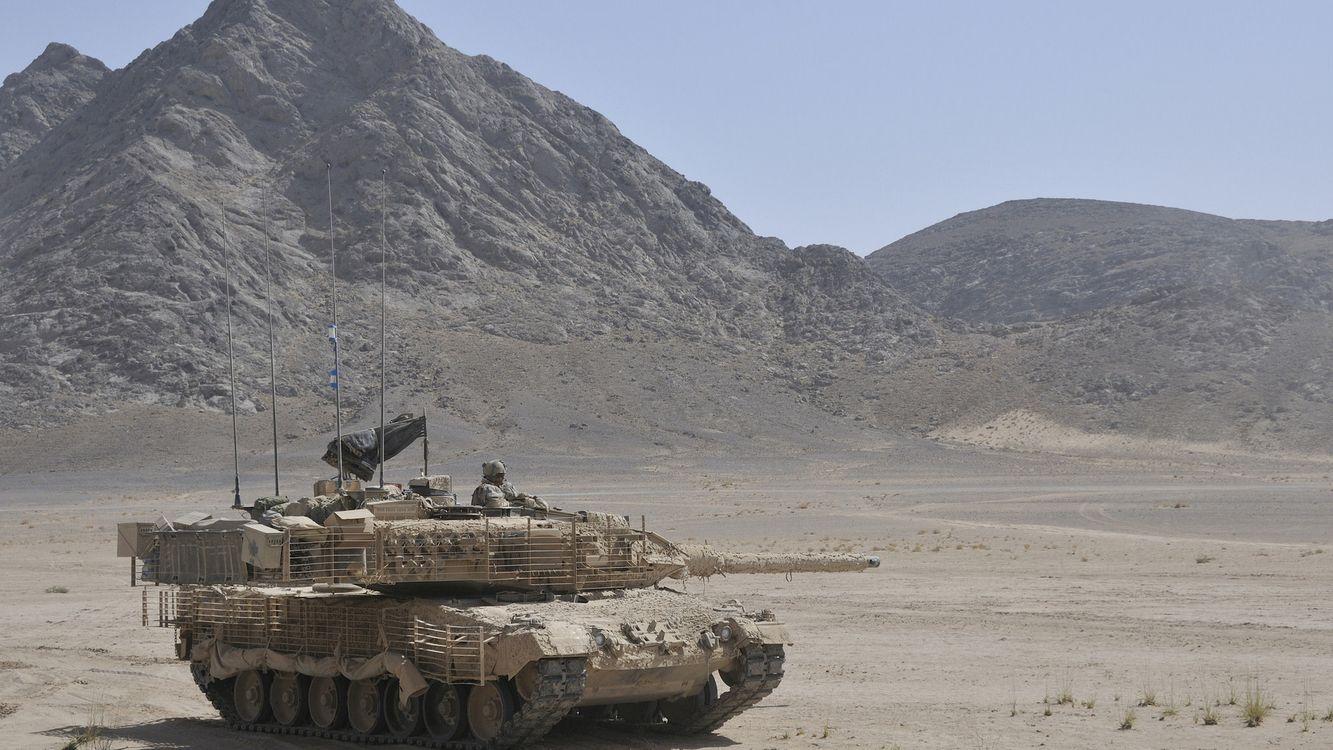 Фото бесплатно M1 Abrams, танк, убийца, пески, гора, военные, боевая машина, оружие