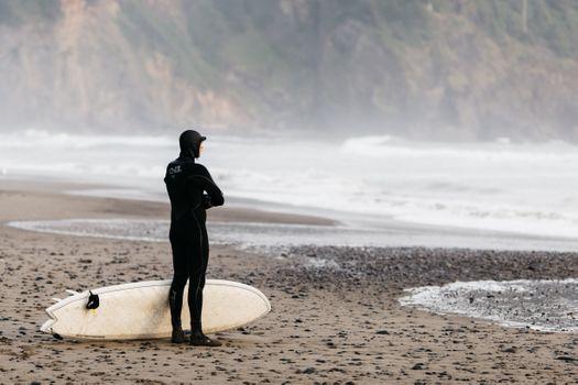 Бесплатные фото свободный,рок,закат,природа,синий,обои,океан,серфер,пляж,мокрый костюм,взгляд,наблюдение