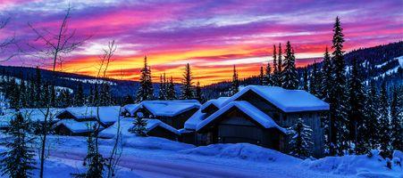 Бесплатные фото Канада,закат,зима,снег,горы,домики,деревья