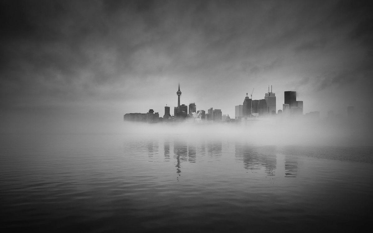 Фото бесплатно фотография, вода, монохромный, туман, город, городской пейзаж, отражение, торонто, город