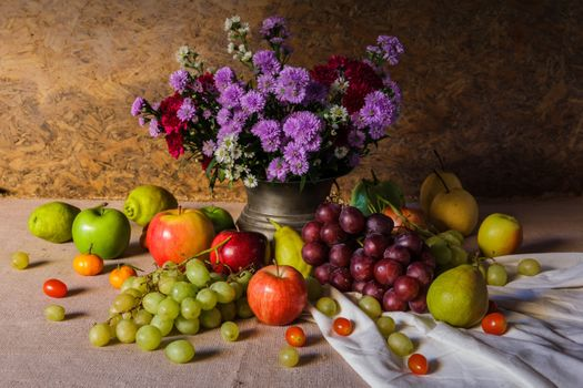 Bouquet and fruits · free photo