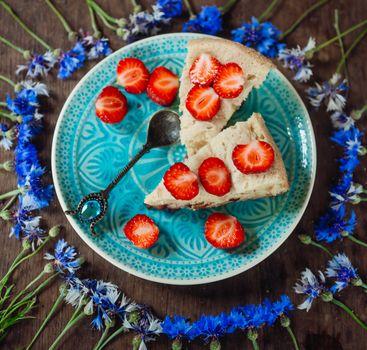 Фото бесплатно пирог, ягоды, клубника