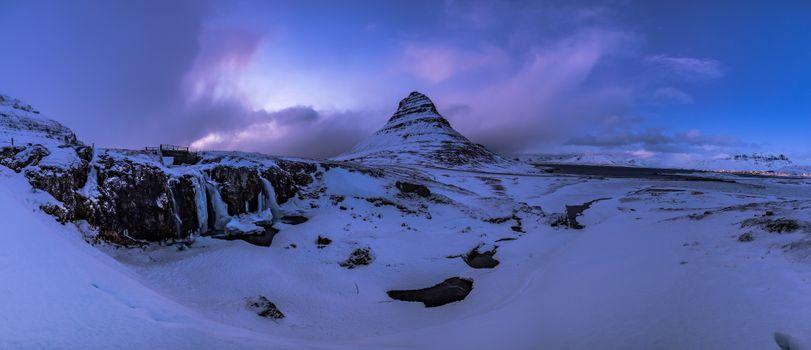 Бесплатные фото Kirkjufellsfoss,Гора Киркьюфетль,Исландия,Грюндарфьёрдюр фьорд,полуостров,Снайфедльснес,гора,река,водопад,зима,природа пейзаж,панорама