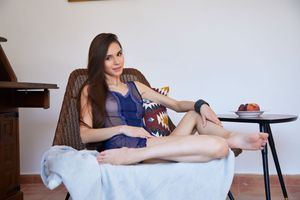 Бесплатные фото Leona Mia,красотка,голая,голая девушка,обнаженная девушка,позы,поза