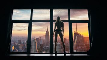 Photo free the girl at the window, sunset, city