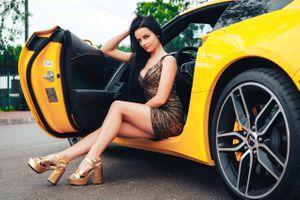 Photo free brunette, yellow car, high heels