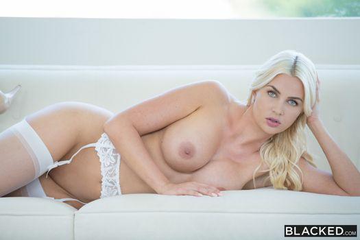 Фото бесплатно блондинка, сиськи, чулки
