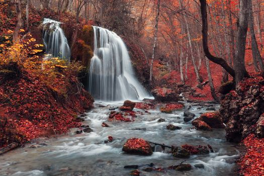 Бесплатные фото осень,водопад,река,течение,камни,деревья,краски осени,природа,пейзаж