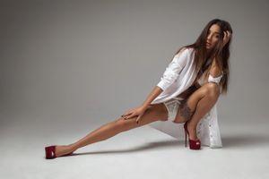 Бесплатные фото девушка,секси,трусики,длинные волосы,красивые женские ножки,высокие каблуки,сексуальная