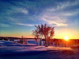 Заставки закат,зима,холмы,деревья,солнечные лучи,снег,небо
