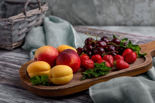Fruit on a wooden tray · free photo
