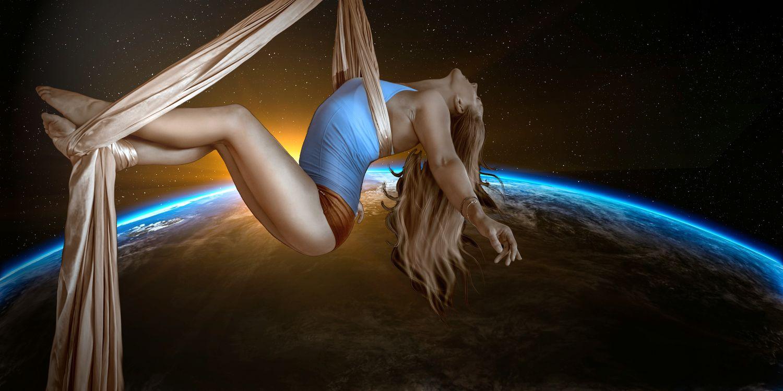 Фото бесплатно Акробатический номер на лентах, Гимнастика воздушная, акробатика - на рабочий стол
